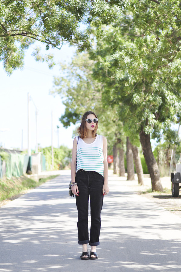 dansvogue t-shirt jeans sunglasses