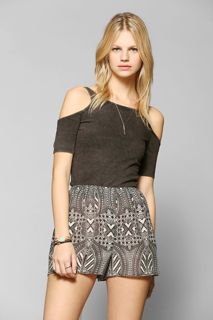 Ecote Cold-Shoulder Fitted Tee - Urban Outfitters
