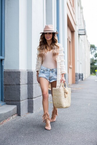 maria vizuete mia mia mine blogger coat shorts shoes bag hat nude top white jacket denim shorts pink hat nude heels