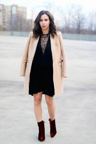 a.vizastyle blogger dress coat shoes beige coat mini dress red shoes ankle boots