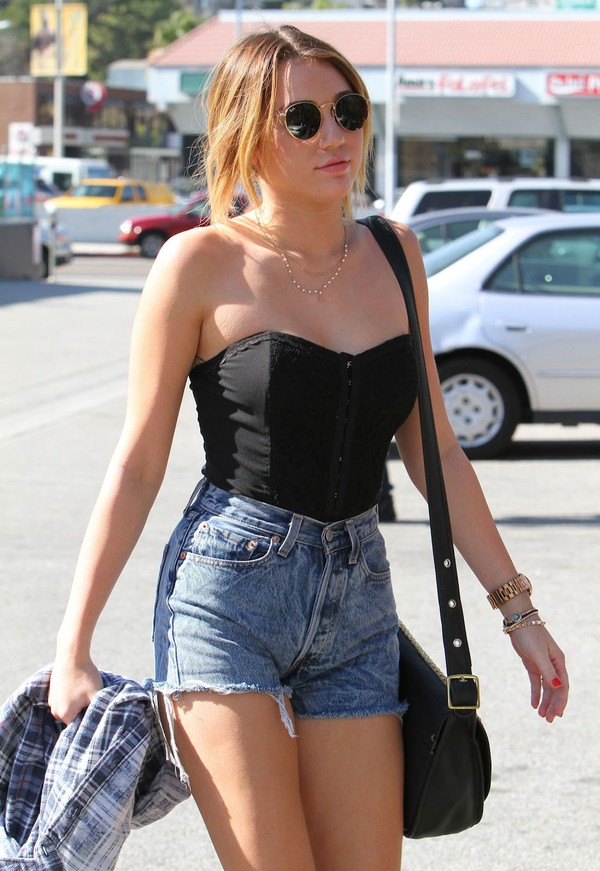 shorts miley cyrus jeans tank top