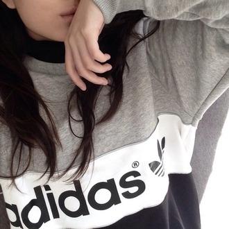 sweater gris adidas sweats adidas winter sweater cold black white grey addias sweater grunge pale black and white top shirt style sportswear fashion grey sweater white sweater black sweater fashionista