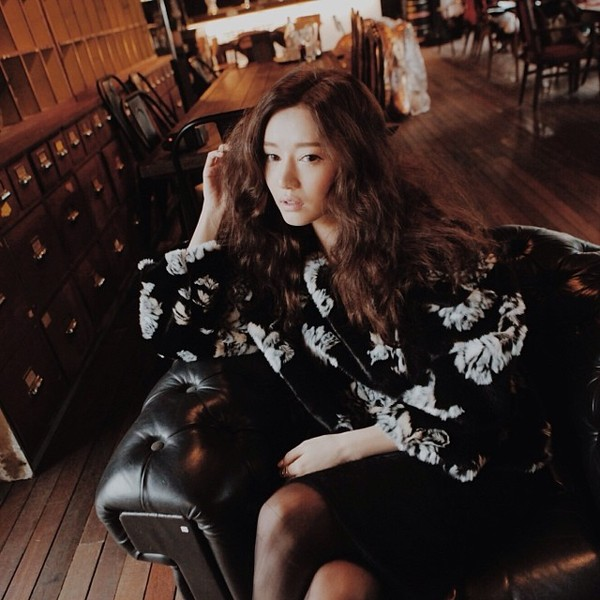 sweater black and white print floral pullover stylenanda skirt