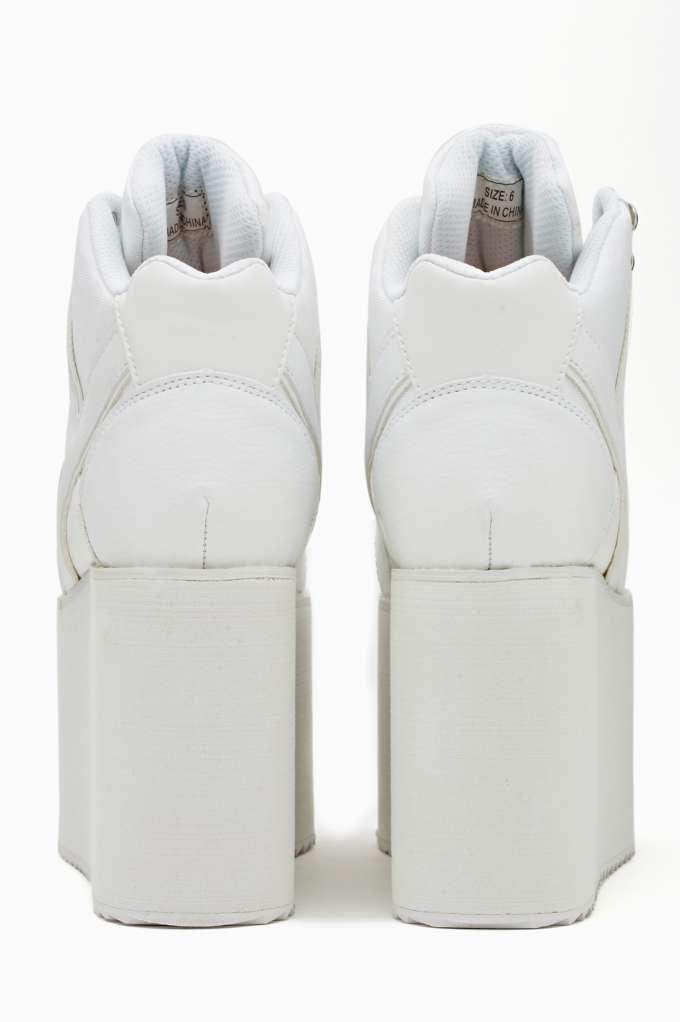 Alliance Platform Sneaker - White at Nasty Gal
