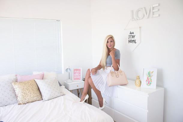 superficial girls blogger pleated skirt pillow
