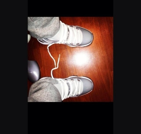 shoes retro11 grey sweatpants