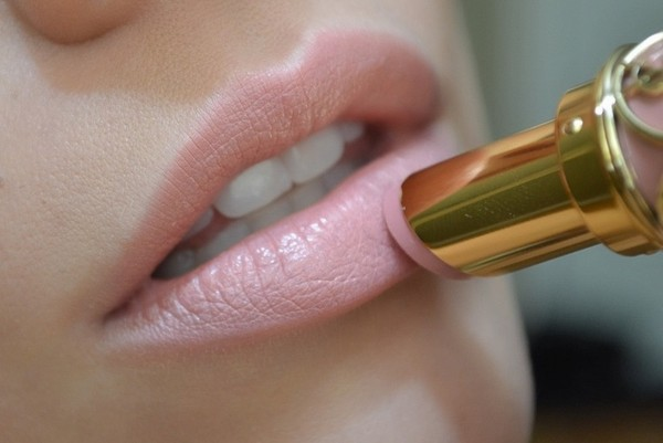 jewels nail polish lip lipstick nude rose gorgeous girly natural