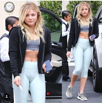 pants leggings blue chloe chloe grace moretz activewear make-up sports leggings choker necklace love blonde hair the haute pursuit the blonde salad the hunger games the carrie diaries the clothes clothes gym clothes gym gypsy gym bunny gym leggings workout leggings leg warmers necklace jack daniel's jacket chic