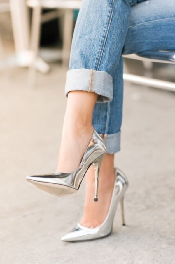 shoes high heels pointed toe metallic shoes silver shoes edgy silver shoes silver jeans