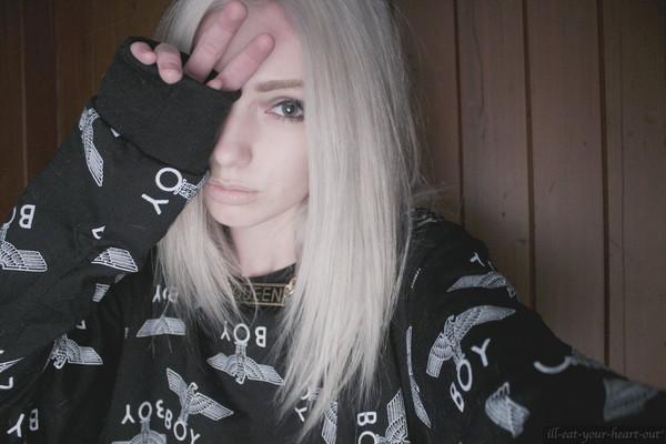 sweater sweatshirt oversized sweater boy black collage blonde hair gold