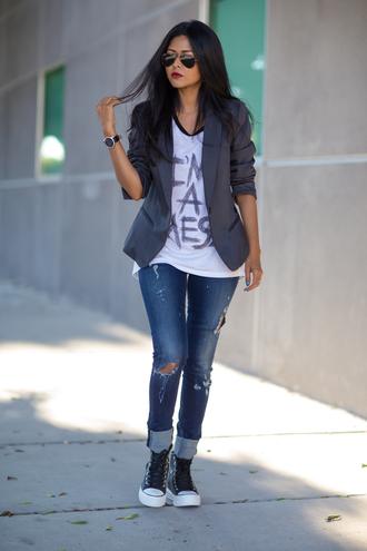 walk in wonderland blogger jacket jeans shoes bag