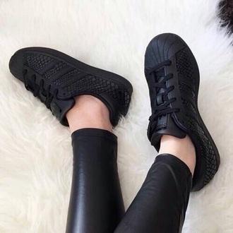 bag swag shoes adidas adidas superstars adidas shoes black snake print black shoes superstar leather