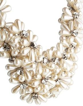 ALDO   ALDO – Nelanna – Perlenhalskette mit Blumenverzierung bei ASOS
