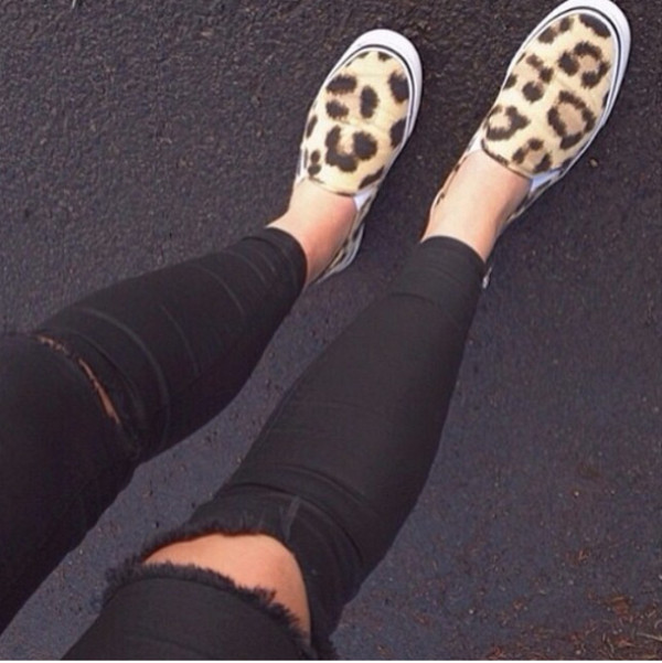 pants black pants leopard shoes summer outfits ripped jeans shoes