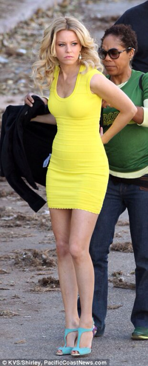 dress yellow elizabeth banks shoes