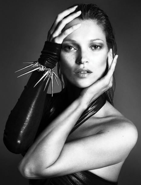 kate moss model bracelets gloves