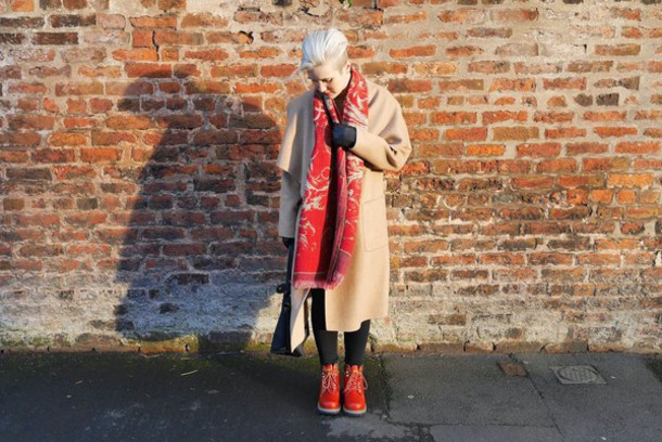 buckets and spades blogger scarf red camel coat coat dress leggings shoes bag