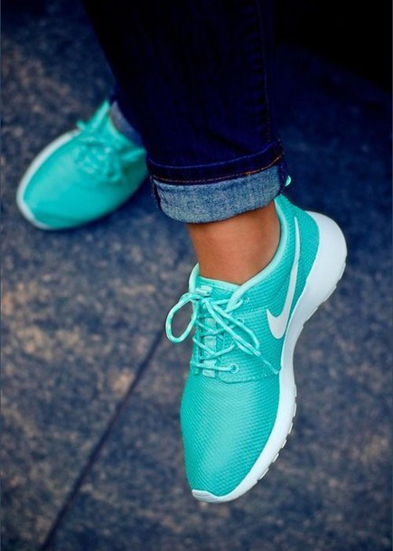 shoes sneakers style nike running shoes nike air nike sneakers nike shoes nike free run rosches summer outfits cute nail accessories