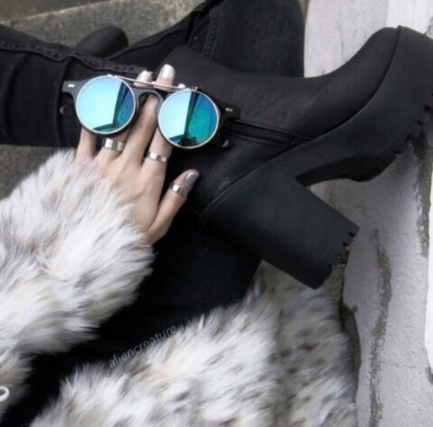 sunglasses shoes black blue retro sunglasses retro sunglasses hipster glasses weheartit black shoes coat fur coat pants rings and tings blue reflect circle silver sexy sunflower round sunglasses
