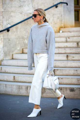 le fashion image blogger sunglasses sweater bag pants white pants grey sweater hoodie high heel pumps