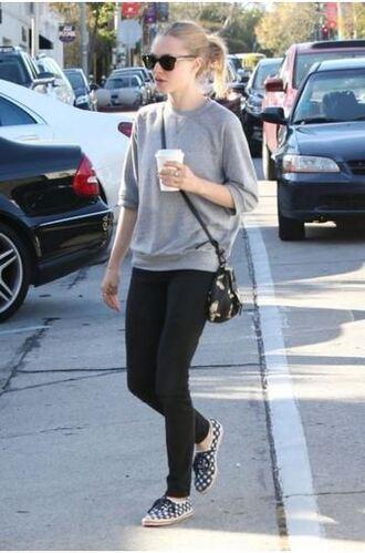 leggings sweatshirt amanda seyfried sneakers purse jeans sweater