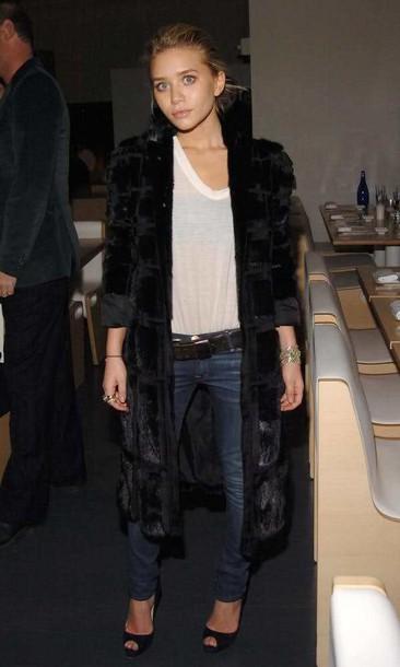 olsen sisters blogger jeans white t-shirt oversized t-shirt black coat coat jacket t-shirt