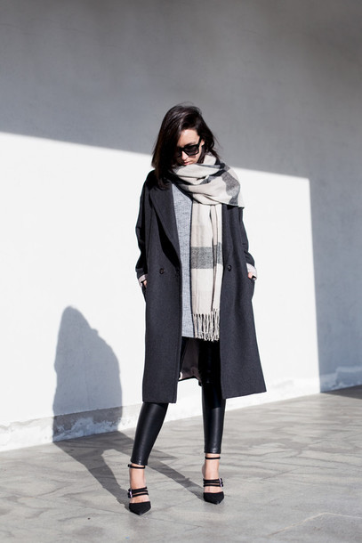 lucitisima blogger blanket scarf grey coat charcoal shoes zara zara shoes pumps pointed toe pumps black pumps leather leggings black leggings leggings sweater grey sweater coat scarf sunglasses black sunglasses winter outfits