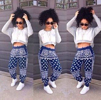 sweater shirt india westbrooks india love shoes top printed pants blue pants cropped sweater white sweater pants blue jeans pattern sweats cute bandana print bandana wauw baggy pants blouse urban bandanapants bandana print joggers sweatpants bandana joggers blue
