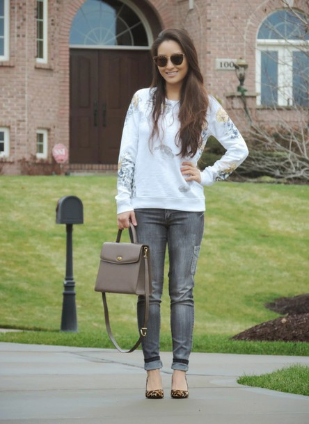 sensible stylista blogger sunglasses bag grey jeans printed sweater pants top shoes