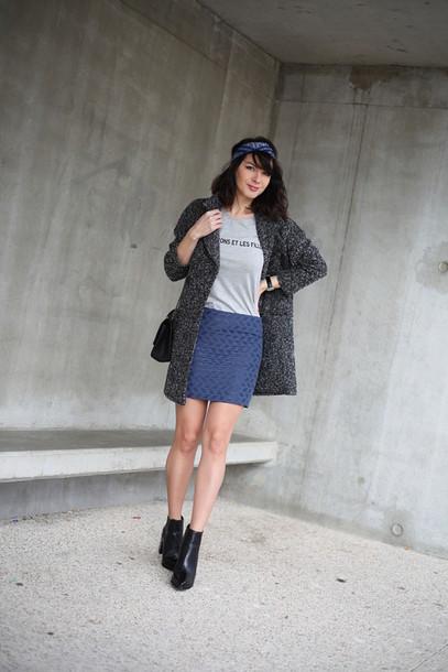 estelle blog mode blogger grey t-shirt grey coat blue skirt t-shirt shoes