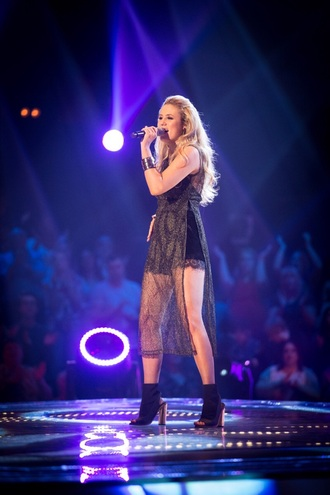 dress lauren lapsley browne thevoiceuk the voice will.i.am gold tunic top slit metallic
