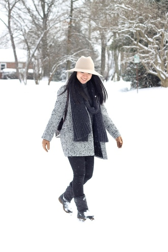 looks by lau blogger grey coat knitted scarf winter boots bag hat gloves coat scarf jeans shoes