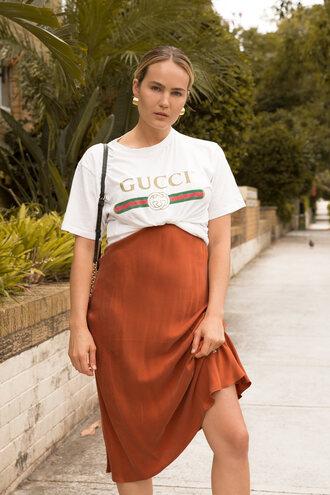 t-shirt tumblr white t-shirt gucci logo tee logo dress rust midi dress earrings gold earrings jewels jewelry gold jewelry