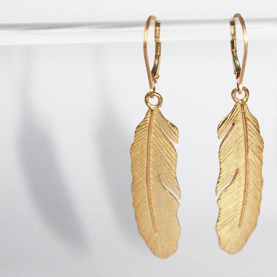 Boucles de vente de plumes délicates. cuivre et or par kekajewelry