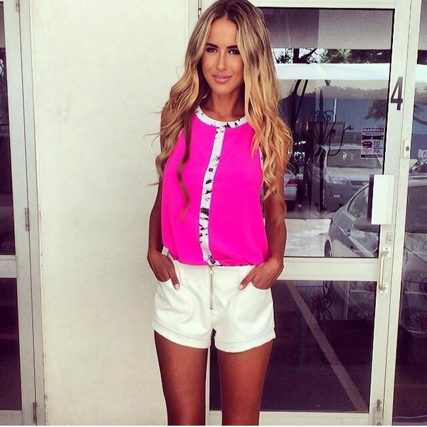 shorts white blouse zip