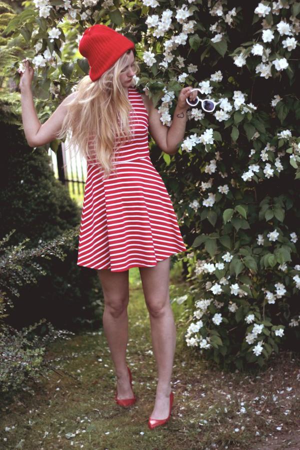 deadly in love sunglasses hat dress