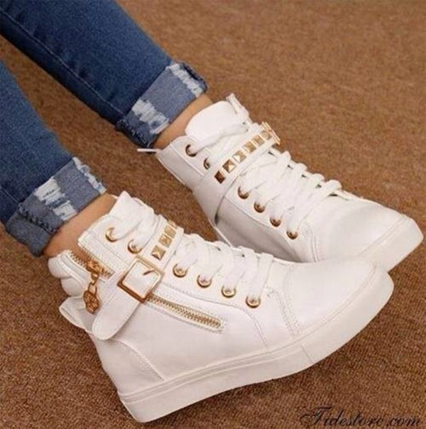 shoes hipster gym sneakers gold white girly nice hip white and gold white shoes jeans spiked shoes studded cute white sneakers gold studs trainers me pretty gold detail high top sneakers soikes style spikes high tops wedges high top sneakers white sneaker shoes white leather