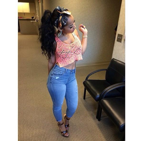 jeans scarf crop tops jewels cute skinny jeans curly hair crop tops top girly outfit denim pants heels black girls killin it