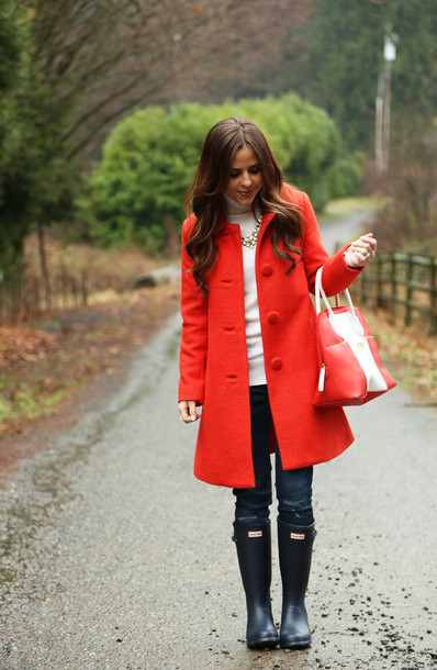 dress corilynn blogger red coat handbag