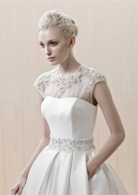 Blue by Enzoani Elkedra Id - $285.30 : Discounted Designer Wedding Dresses and Prom Dresses at www.glorierbridal.com