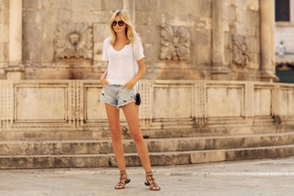 tuula blogger sunglasses bag jewels summer outfits white t-shirt ripped shorts