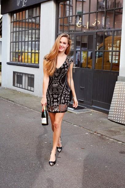 bonsoir cherie blogger dress new year's eve little black dress shoes bag