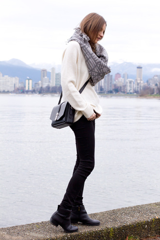 styling my life blogger sweater scarf jeans shoes bag