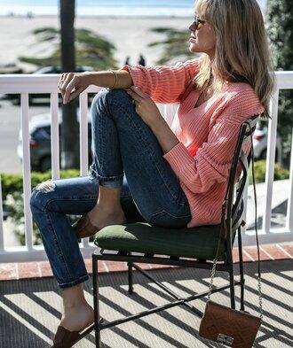 the classy cubicle blogger sweater jeans bag belt sunglasses jewels pink sweater slippers brown bag shoulder bag tumblr v neck denim blue jeans cuffed jeans crossbody bag slide shoes shoes brown shoes