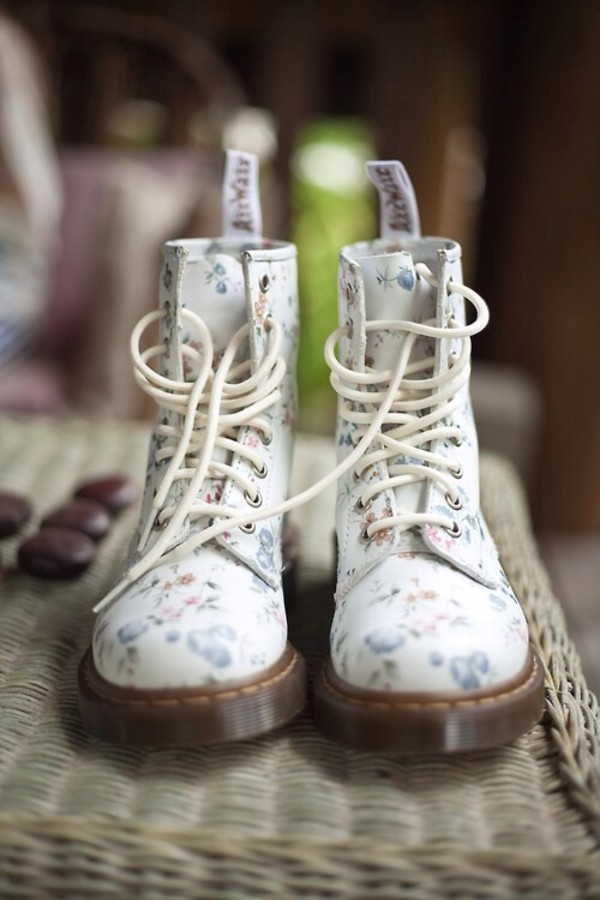 shoes DrMartens floral blue white summer boots pretty