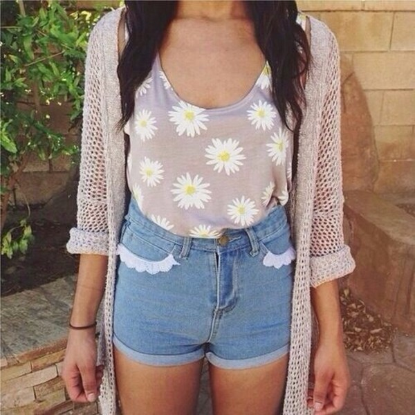 tank top wihte floral floral t shirt yellow light brown shorts vintage floral tank top sweater