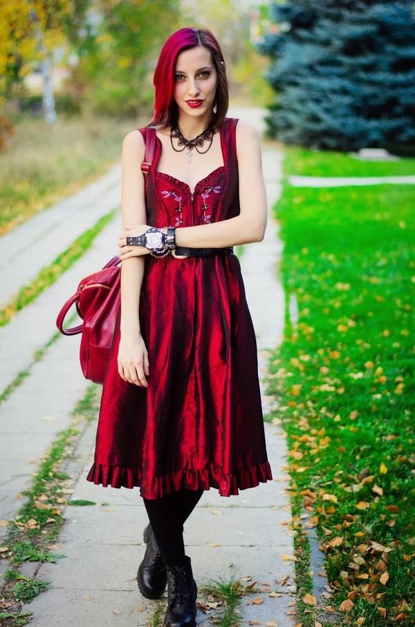 beauty insanity dress jewels bag