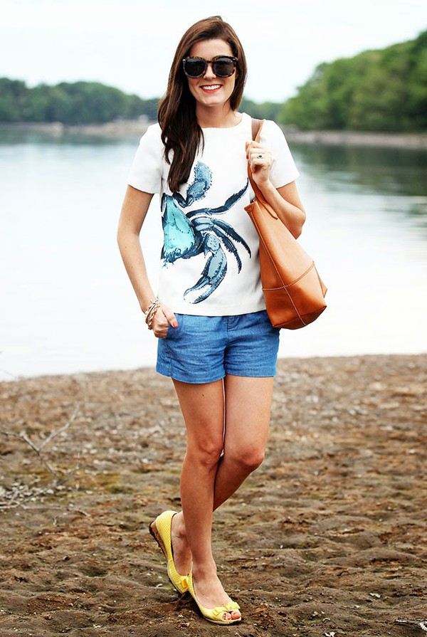 classy girls wear pearls shirt shorts bag shoes jewels blouse