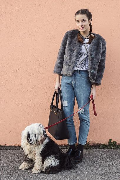 iemmafashion blogger t-shirt faux fur indie mom jeans