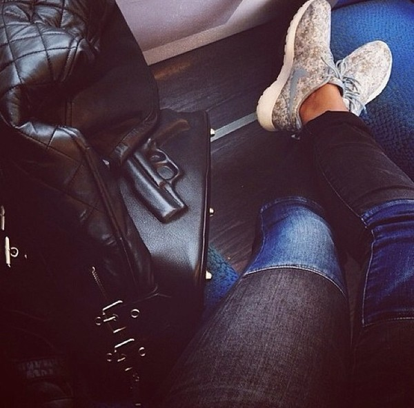 jeans jeans gun nike sneakers shoes travel bag nike roshe run nike roshe run perfect perfecto pants vlieger&vandam bag